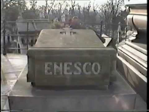 CIMITIRUL- PERE LACHAISE  - FILM DE MURIVALE 1995