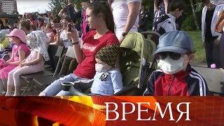 Состоялась церемония развода пеших и конных караулов Президентского полка для детей.