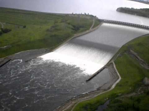 Garrison dam spillway lake sakakawea is nearly full for Lake sakakawea fishing