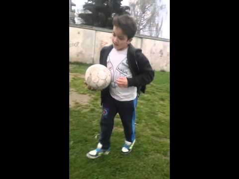 sala und rasul spielen fußball