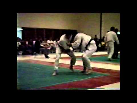 JUDO STREGLES--KANI-BASAMI-KNEE BLOWN