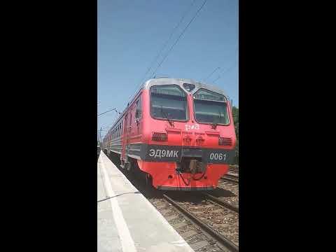 Отправление электропоезда со станции Владикавказ-Пригородный