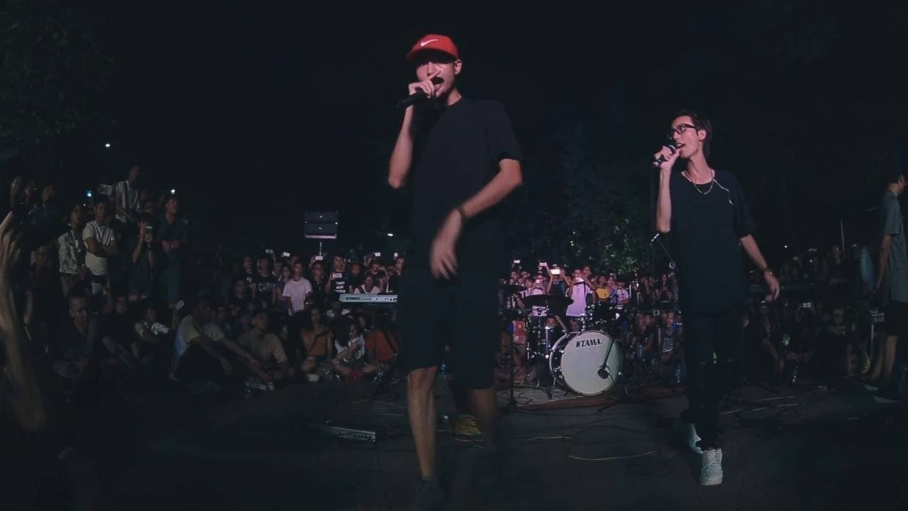 Đen – Cô Gái Bàn Bên ft. Lynk Lee (live @ Monsoon Streetshow 2016, Hanoi)