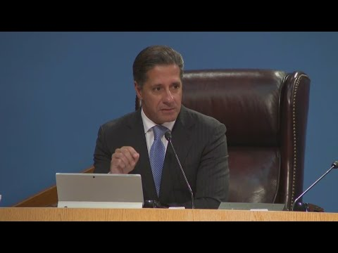 Dade Superintendent Alberto Carvalho Staying