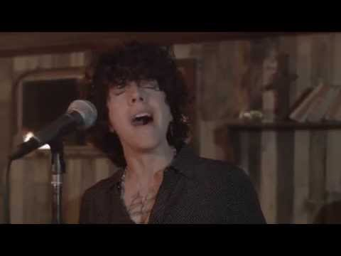 Video - LP - Lost On You [Live Session]