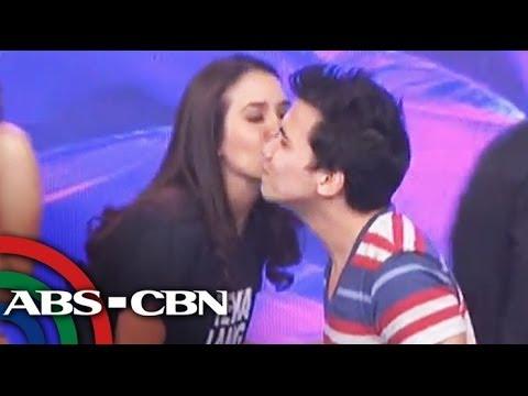 It's Showtime: Karylle kisses Yael on 'Showtime'