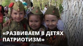 Шествие детей в военной форме на 9 Мая