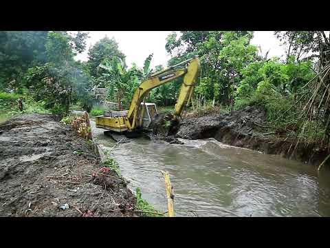 Sumitomo Excavator Mengeruk sungai Kedung
