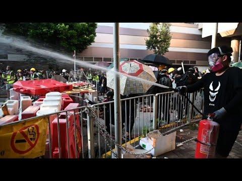 AFP: Clashs entre police et manifestants à Hong Kong pour le 16e week-end de mobilisation   AFP News