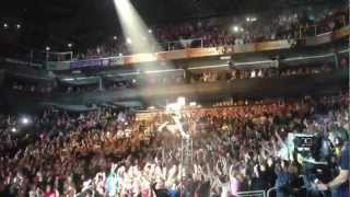 p nk flying in us airways phoenix az singing so what the truth about love tour