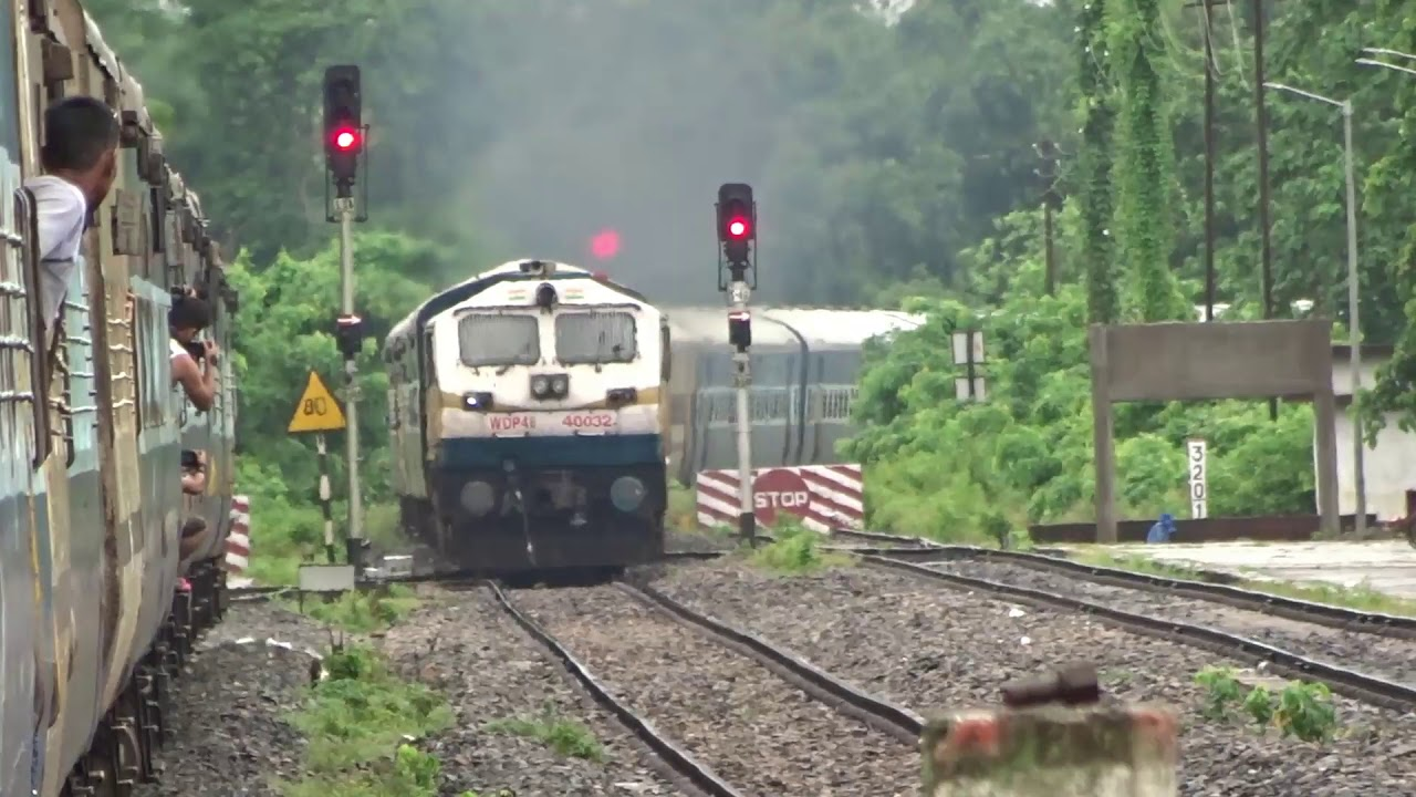 Crossing with Rajdhani and Avadh Assam | Onboard Dibrugarh Jhajha Express