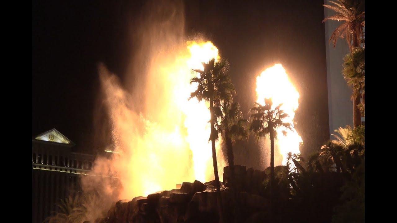 4K | Volcano Eruption Show | Las Vegas Mirage Hotel