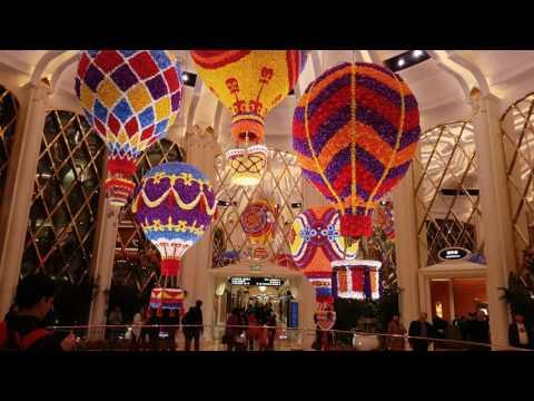 Wynn Palace Casino Macao Hot Air Ballon made of flowers