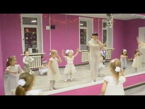 """Новогодний детский танец """"Белые снежинки"""""""