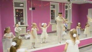 Новогодний детский танец 'Белые снежинки'