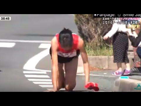 El Gallo Por La Mañana - Corredora Japonesa Termina Carrera Gateando.