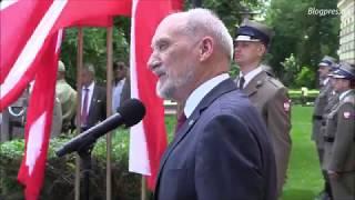 Uroczystość odsłonięcia kamienia węgielnego pod budowę pomnika premiera Jana Olszewskiego