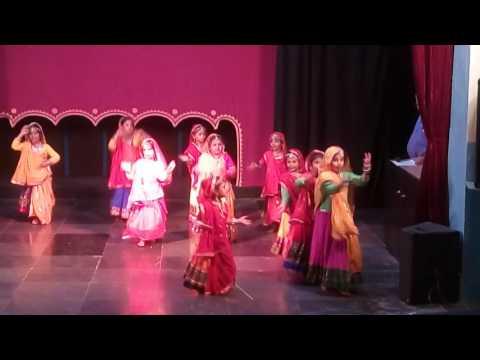 Rajasthani dance:engine ki seeti me maro...