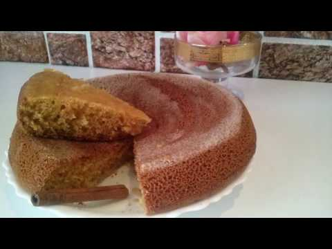 По желанию можно украсить французский йогуртовый пирог стружкой черного шоколада или семечками кунжута.