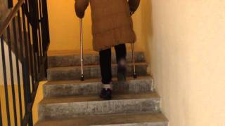 Реабилитолог Юрий Жидченко. Реабилитация на дому после удаления АВМ спинного мозга. Лестница, вверх