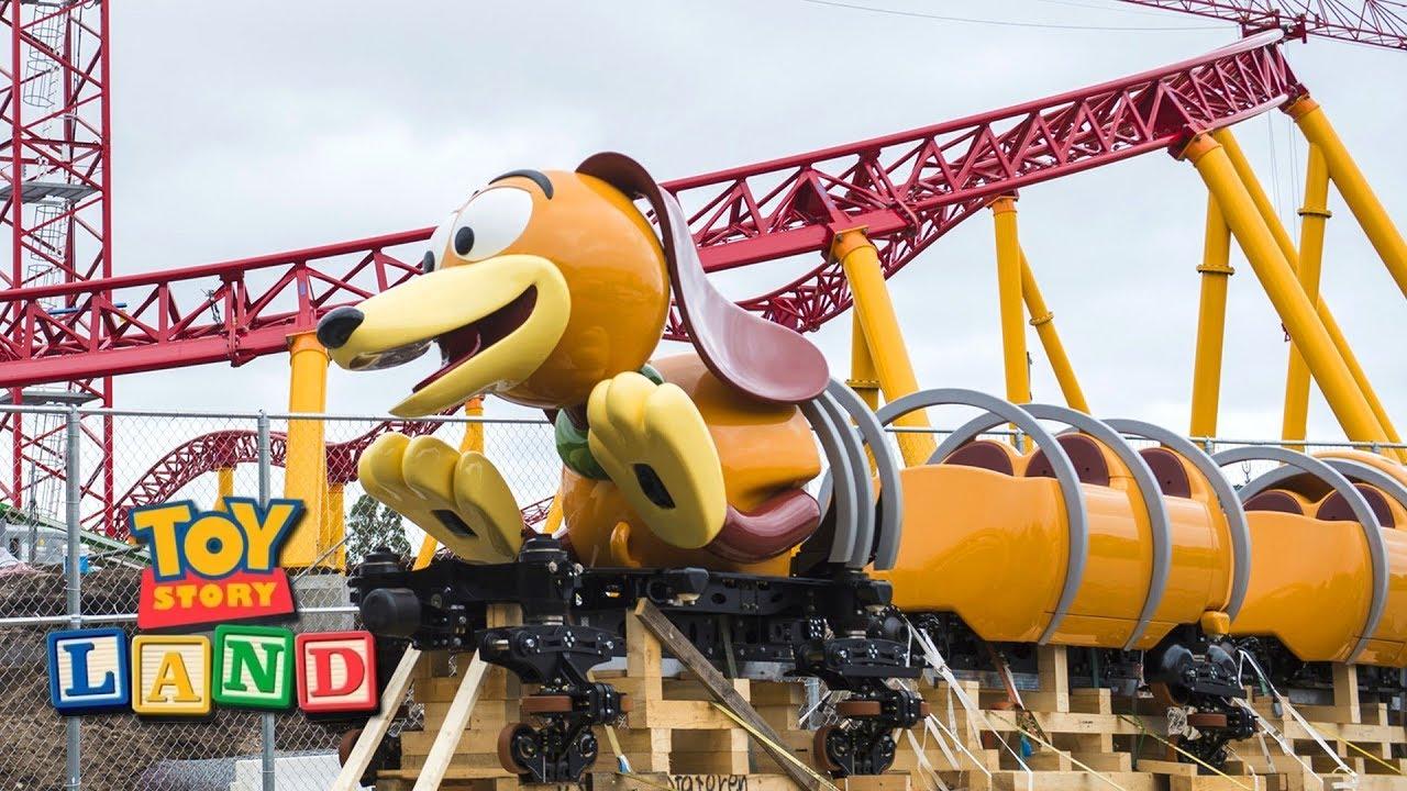 Disney Toy Story 3 Day Care Dash : Slinky dog dash coaster vehicle arrives at hollywood