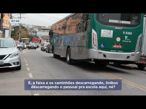 Ônibus andam na contramão em via da zona sul de São Paulo