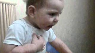 Baby schimpft