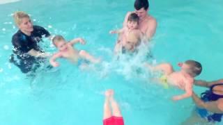Дети лучше плывут взрослых-Обучение плаванию в бассейне в Минске для детей (Курсы,Секция,занятия)