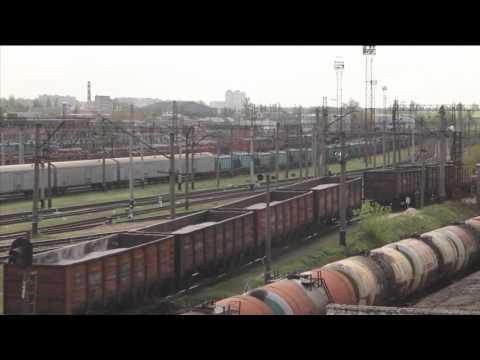 Спуск с горки и сортировка грузовых железнодорожных вагонов