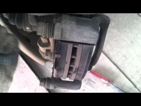 Замена передних тормозных колодок Hyundai Solaris