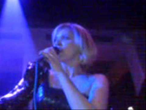 jelena-rozga-gutljaj-vina-live-club-cinema-09-nonamebg