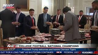 النهاردة أجازة.. البيت الأبيض خال من الموظفين وترامب يقدم الأكل بنفسه