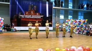 Девченки круто танцуют тектоник(Футболки и толстовки: http://bit.ly/1ypBMQq На одном из танцевальных фестивалей, девочки очень красиво станцевали..., 2013-01-10T07:38:19.000Z)