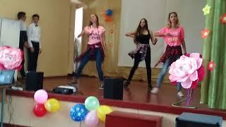 Деспасито классный танец от 11 класса девочки 👭5 октября 2 школа евпатория