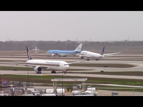 Plane Spotting- Windy Day/Unusual Landings at Houston. Delays and Go-Arounds!