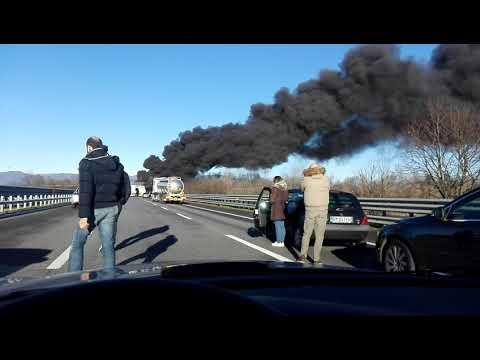 Esplosione pazzesca in autostrada sulla A21 Incidente a Brescia