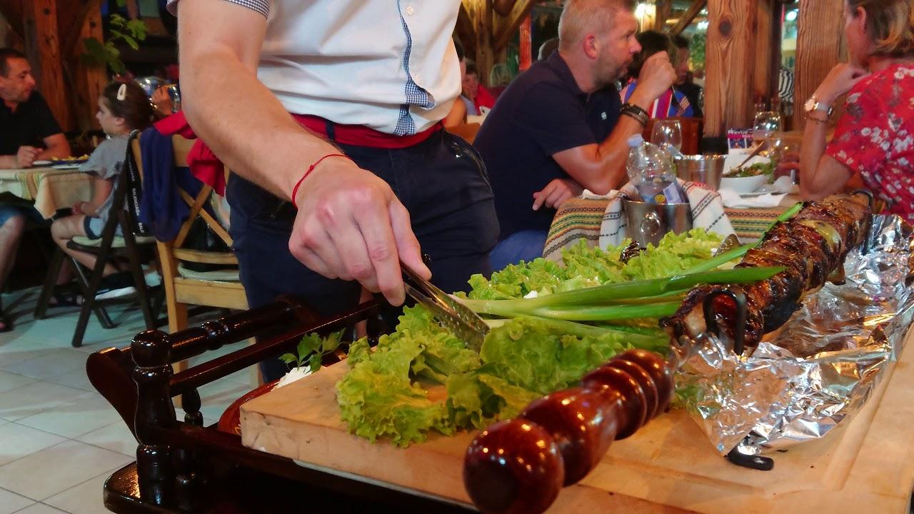 Самое дорогое блюдо в ресторане Barracuda/Созополь/Болгария. Баранина на шпаге, красивая подача
