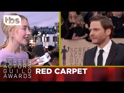 Saoirse Ronan: Red Carpet Interview | 24th Annual SAG Awards | TBS