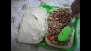 Большая шаурма в хлебе. Быстро, сытно и вкусно.