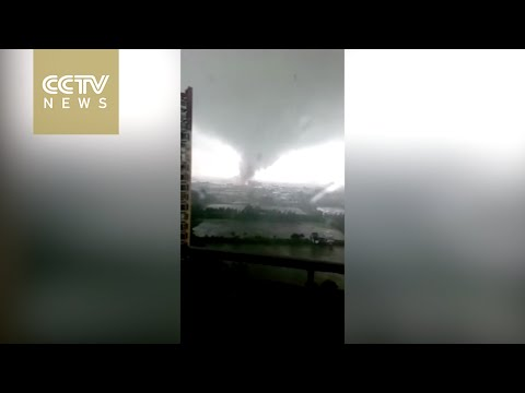 Raw footage: Tornado hits Foshan city in Guangdong Province