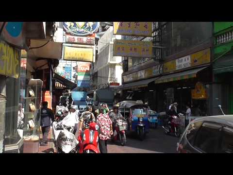 China Town, Bangkok. Explore and Discover Yaowarat Road.