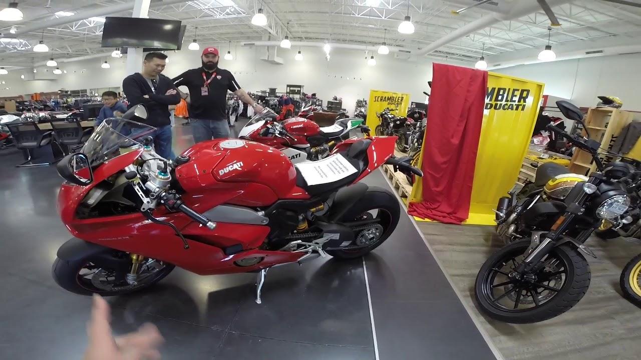 MVlog 48: Nhìn tận mắt Ducati Panigale V4 S trong buổi ra mắt