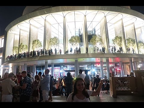 Biggest Apple Store in World's biggest Mall