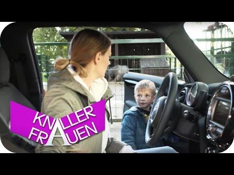 Auf dem Bauernhof [subtitled] | Knallerfrauen mit Martina Hill