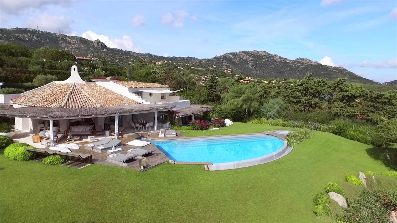 Villa di lusso in vendita a costa smeralda sardegna for Case di lusso in stile spagnolo