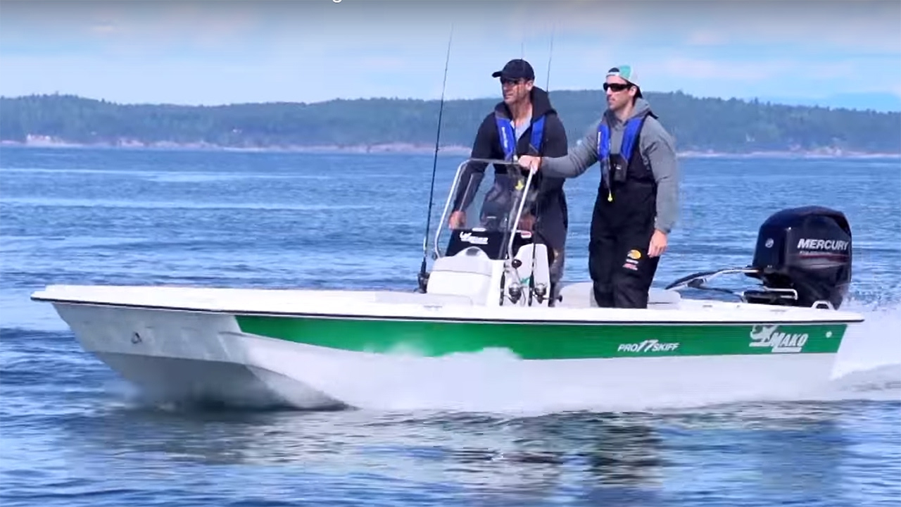 MAKO Boats: Pro Skiff 17 CC Inshore Fishing Boat - YouTube