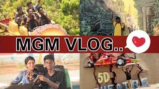 My first Vlog! A trip to MGM dizzee world🤩