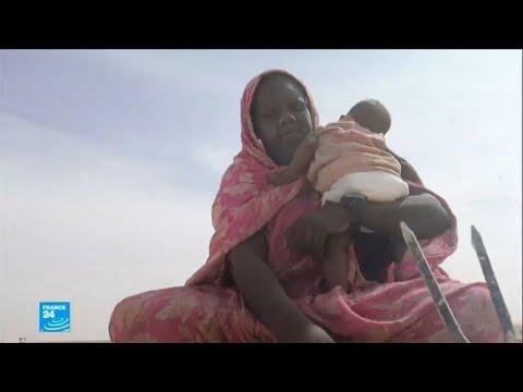 ...نساء يستخرجن الملح بوسائل بدائية في عمق الصحراء المو  - 20:22-2018 / 1 / 12