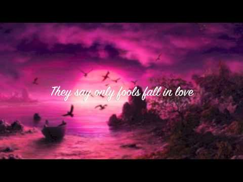 Arian Grande - Honeymoon Avenue Karaoke