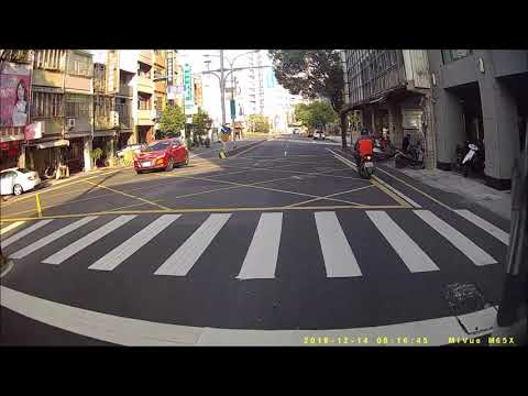 闖紅燈只要1800 , 但腦殘無價 | How idiots Pass the  Intersection